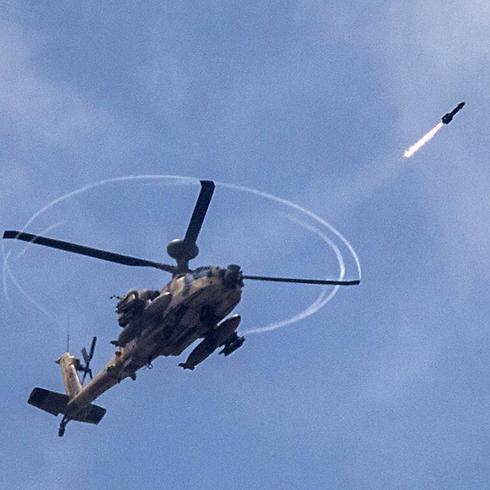 תקיפת מסוק באזור הרצועה (צילום: AFP)