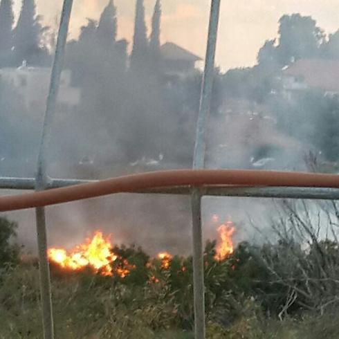 שריפה שפרצה מנפילת רסיס בנס ציונה ()