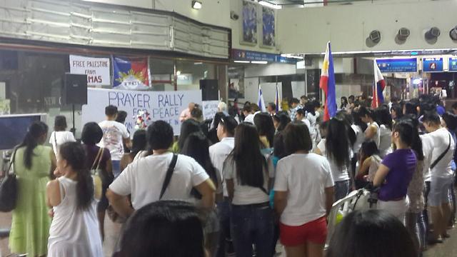 Filipino nationals support Gaza op (Photo: Jeffry Ulian)