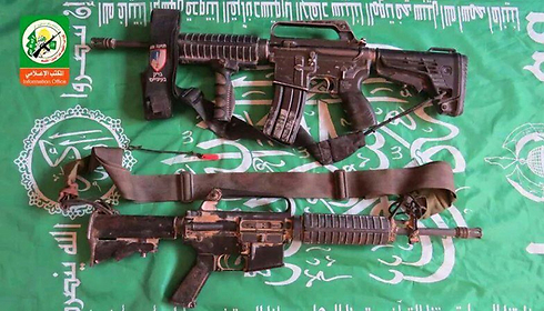 """בחמאס מתגאים: כלי הנשק של צה""""ל שנלקחו על ידי המחבלים ()"""