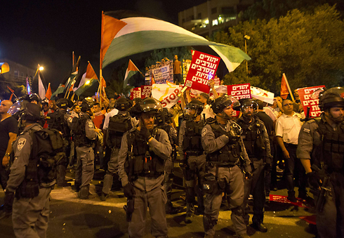 Jewish and Arab demonstrators during Operation Protective Edge (Photo: AFP)