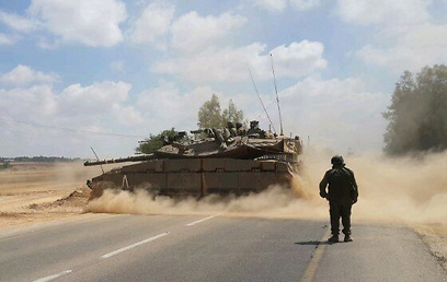 Tanks blocks entrance to infiltration area (Photo: Ahiya Raved)