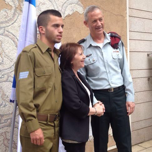Staff Sgt. Oron Shaul with IDF Chief of Staff Benny Gantz.
