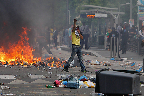 Violent anti-Israel protests in Paris (Photo: AP)