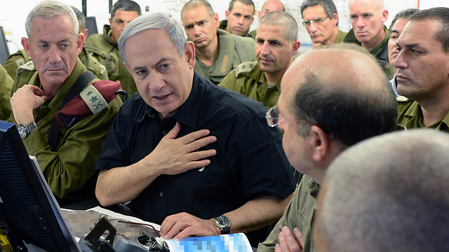 Prime Minister Benjamin Netanyahu with Defense Minister Moshe Ya'alon and IDF Chief of Staff Benny Gantz during Operation Protective Edge (Photo: Kobi Gideon, GPO) (Photo: GPO)