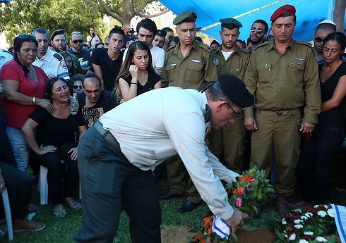 Funeral for Tal Yifrach (Photo: Yaron Brenner)