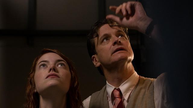 """קולין פירת' ואמה סטון ב""""קסם לאור ירח"""". מי מאחז עיניים?"""