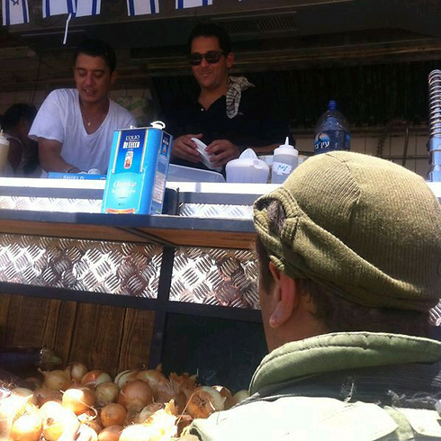 Volunteers serve gourmet meals to IDF troops.