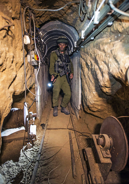 An Israeli army officer gives explanations to journalists during an army organised tour in a tunnel (Photo: Reuters)