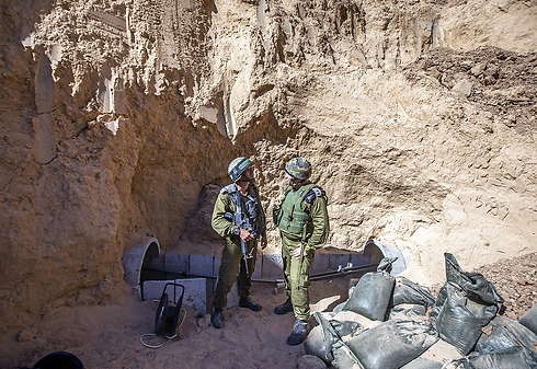 Israeli army officers talk at the entrance of a tunnel  (Photo: Reuters)