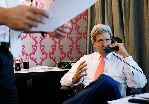 US Secretary of State John Kerry speaking to Prime Minister Netanyahu (Photo: AP/Archive)
