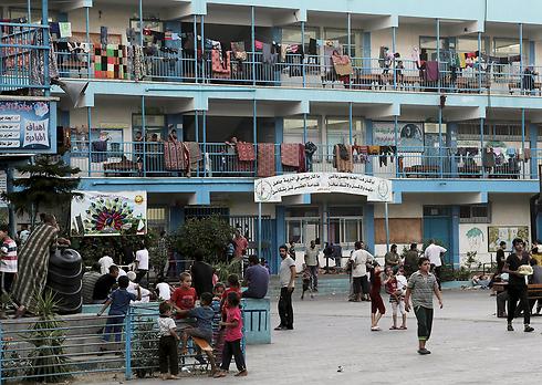 """בית הספר של אונר""""א שהופגז. גם צה""""ל חוקר (צילום: AP)"""