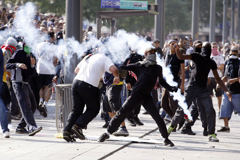 Pro-Palestinian protesters in the streets of Paris. (Photo: AFP)