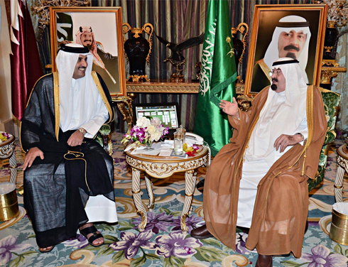 Saudi King Abdullah with Qatar's emir, Tamim bin Hamad al-Thani (Photo: Reuters)