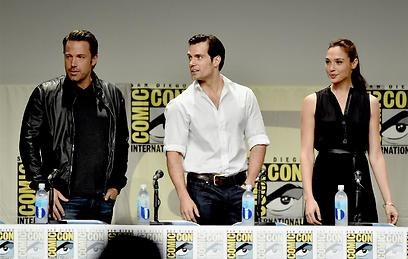 Gal Gadot with co-stars Henry Cavill (Superman) and Ben Affleck (Batman) (Photo: Gettyimages)