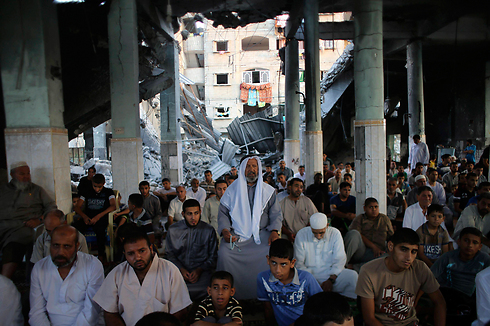 Palestinians praying in Rafah (Photo: Reuters)