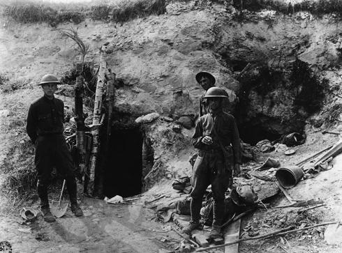 חיילים אמריקנים לצד מנהרה שחשפו (צילום: gettyimages)