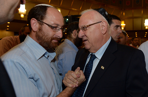 Rivlin with Ofir Shaer, father of Gil-Ad (Photo: Haim Zach, GPO)