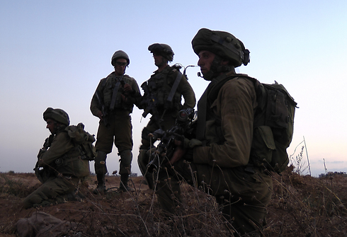 Givati troops working on tunnel destruction (Photo: Yoav Zitun)