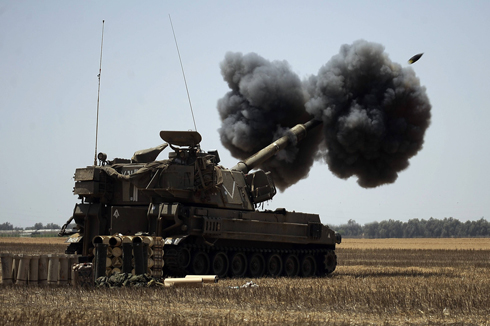 Israeli artillery firing on the Gaza Strip during Operation Protective Edge. (Photo: AFP)