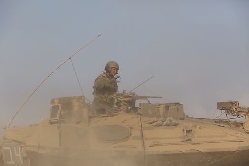 IDF tanks withdrawing from Gaza. Troops with South African citizenship may face prosecution when returning home. (Photo: Gil Yochanon) (Photo: Gil Yochanon)