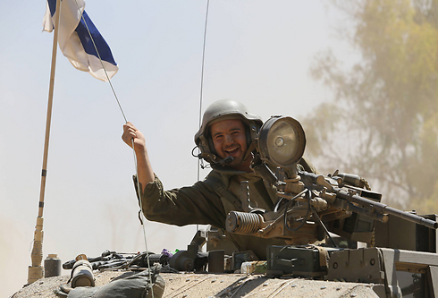 IDF troops moving eastward (Photo: Gil Yohanan) (Photo: Gil Yohanan)