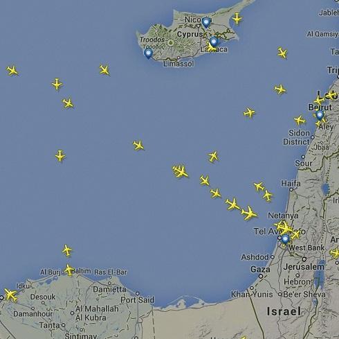 מפת הטיסת מעל ישראל, על פי www.flightradar24.com (www.flightradar24.com)