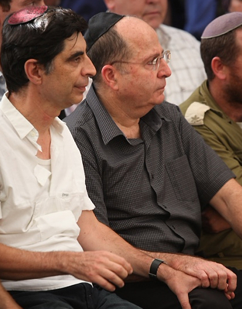 Defense Minister Moshe Ya'alon holding the hand of Hadar's father Simcha at the funeral (Photo: Motti Kimchi)