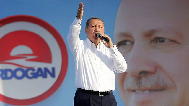 Erdoğan at an Istanbul rally during Presidential elections in 2014. (Photo: EPA)