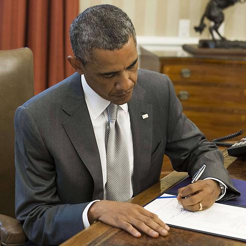 אובמה חותם על הענקת סיוע נוסף לישראל בסך 225 מיליון דולר (צילום: AFP)