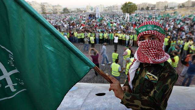 A boy holds a Muslim Brotherhood flag during rally (Photo: Reuters)