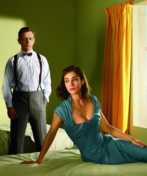 Sheen as Bill Masters and Lizzy Caplan as Virginia Johnson on Masters of Sex