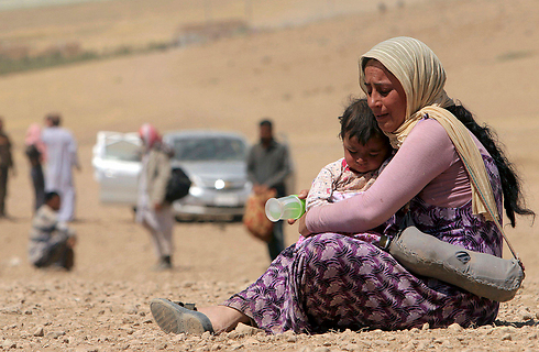 Fleeing Yazidis near Sinjar Mountains (Photo: Reuters)