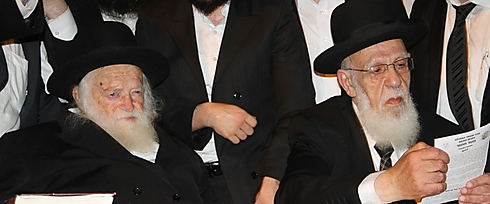 Rabbi Chaim Kanievsky and Rabbi Shalom Cohen (Photo: Yaakov Cohen)