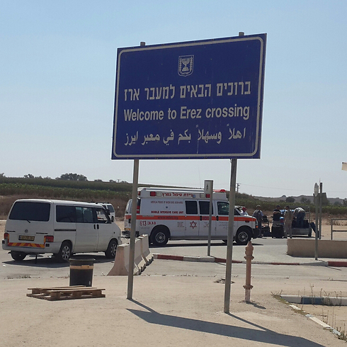 Ambulances wait at the Erez border crossing (Photo: Roee Idan)