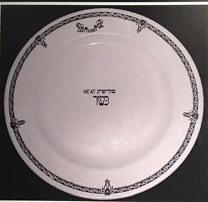 """צלחת בשרית: """"על הטיטניק היה טבח יהודי, שתפקידו היה להכין את האוכל הכשר"""" (צילום: טלי פרקש)"""