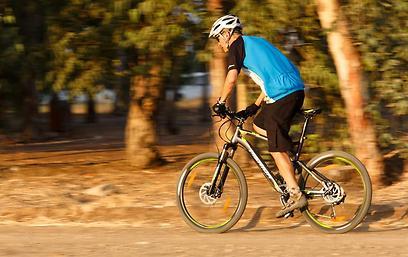 רכיבה על אופניים - בכל מזג אוויר (תומר פדר)