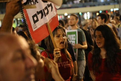 אלפים הגיעו להפגין בעד שלום  (צילום: מוטי קמחי)