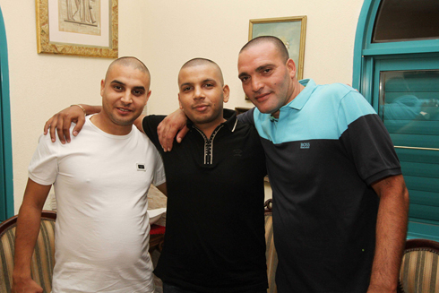 Mansour (center) with his friends (Photo: Ido Erez) (Photo: Ido Erez)