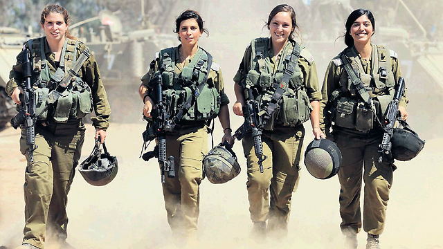 The four female paramedics that saved lives during Operation Protective Edge (Photo: Gadi Kablo, Yedioth Aharnoth) (Photo: Gadi Kablo, Yedioth Aharnoth)