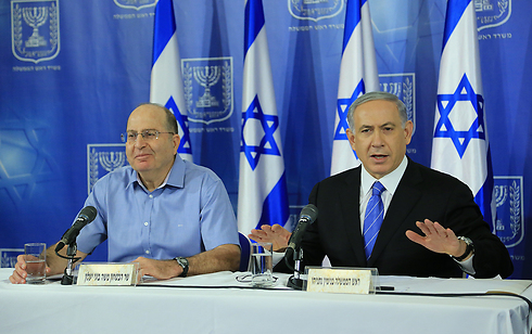 Prime Minister Netanyahu with Defense Minister Ya'alon (Photo: Yaron Brenner)
