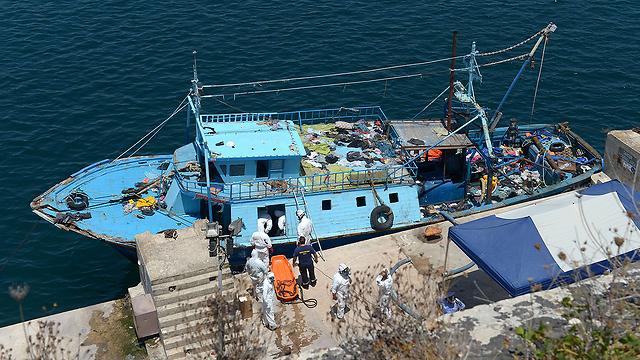 ספינת מהגרים סמוך למלטה, בשבוע שעבר (צילום: AFP)