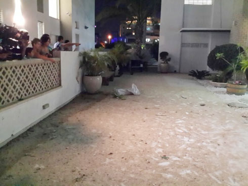 Rocket shrapnel hits house in Ashkelon (Photo: Aviel Magnezi)