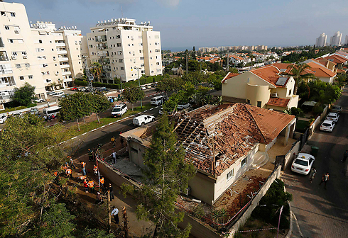 Ashkelon home hit by Gaza rocket (Photo: Reuters) Photo: Reuters