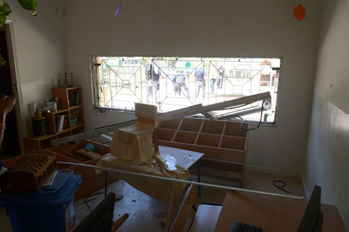 Ashdod kindergarten hit by rocket (Photo: Avi Rokach)
