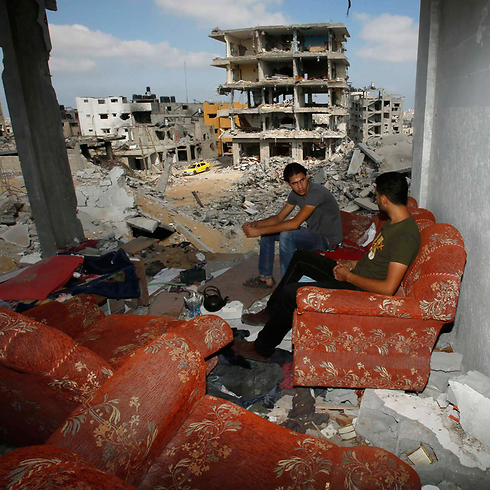 Palestinians return to ruined homes (Photo: Reuters)