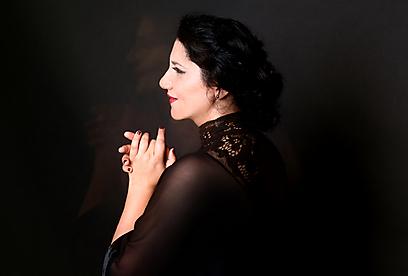 """""""נושא הפייטנית- אישה הוא חדש לגמרי. אני למעשה הייתי הזמרת הראשונה שהוגדרה כפייטנית בגלל תחום המחקר שלי"""". מורין נהדר (צילום: אורית פניני )"""