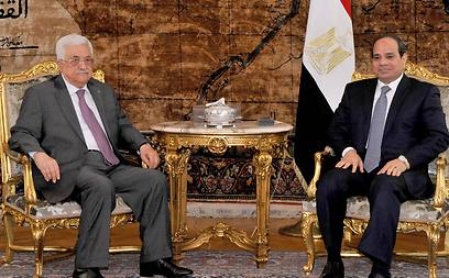Abbas and al-Sisi in Cairo (Photo: AFP)  (Photo: AFP)
