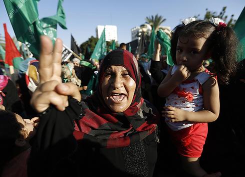 הם חוגגים את ההיסטריה הישראלית   (צילום: AFP)