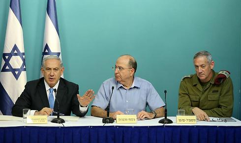 Netanyahu, Ya'alon and Gantz holding a press conference during Protective Edge (Photo: Amit Shabi)